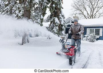 homem, clareira, entrada carro, com, snowblower