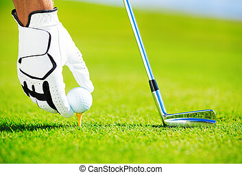 homem, colocar, esfera golf t