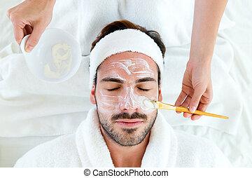 homem, com, argila, máscara facial, em, beleza, spa.