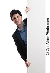 homem, com, painél publicitário