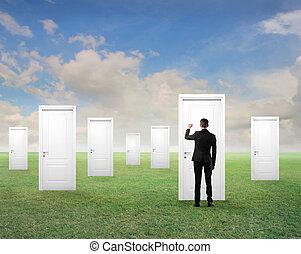 homem, com, portas