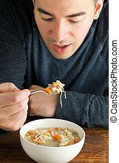 homem, comer, caseiro, sopa galinha