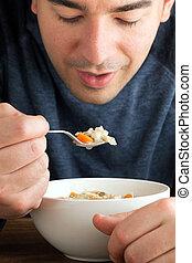 homem, comer, sopa galinha