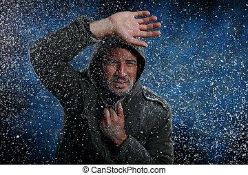 homem, congelação, em, tempo frio