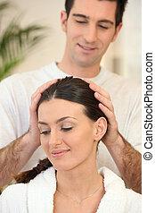 homem, dar, seu, esposa, um, massagem cabeça