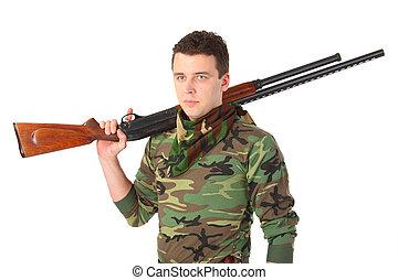 homem, em, camuflagem, com, arma, ligado, ombro