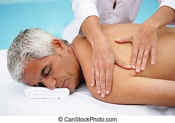 homem, em, massagem, sala estar