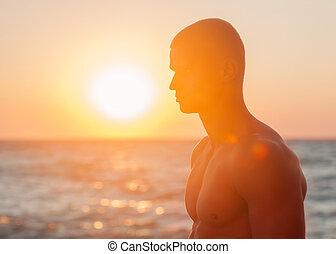 homem, em, pôr do sol