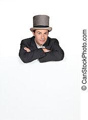 homem, em, um, chapéu superior, com, um, em branco, tábua