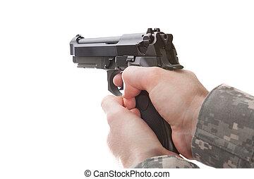 homem, em, uniforme militar, segurando mão, arma