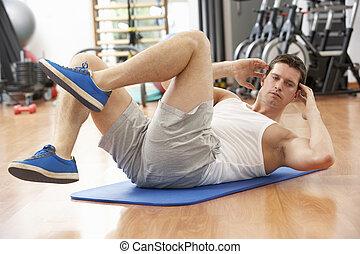 homem, fazendo, esticar, exercícios, em, ginásio