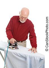 homem, fazendo, ironing