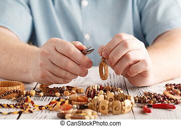 homem, fazer, handcrafted, madeira, brincos