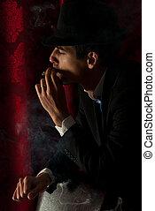 homem fuma, em, noturna