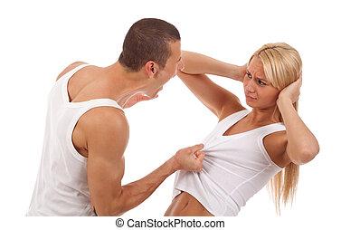 homem, gritando, e, puxando, seu, girlfriend's, camisa