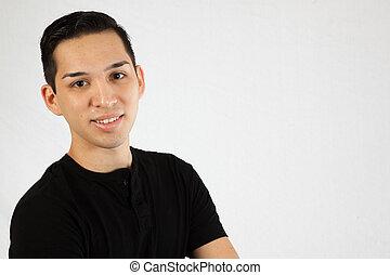 homem hispânico, em, camisa preta
