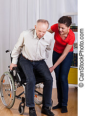 homem incapacitado, tentando, estar pé, cima