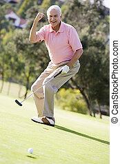 homem, jogando um jogo, de, golfe