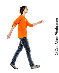 homem jovem, andar, olhar, vista lateral