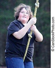 homem jovem, balançando, ligado, um, corda