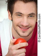homem jovem, com, um, tomate