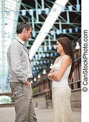 homem jovem, e, posição mulher, cara enfrentar
