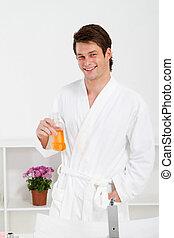 homem jovem, em, banheiro