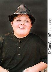 homem jovem, em, chapéu fedora