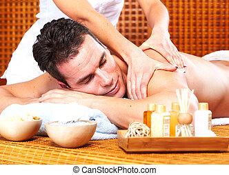 homem jovem, em, spa, massagem, salon.