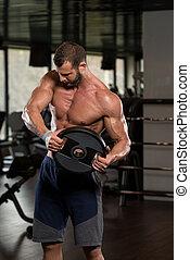 homem jovem, malhação, músculos abdominais, com, pesos