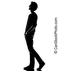 homem jovem, silueta, andar, feliz, rir