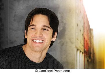 homem jovem, sorrizo