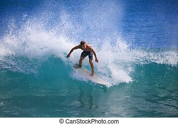 homem jovem, surfando, em, ponto, pânico, havaí