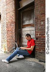 homem laptop