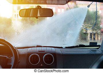 homem, lavando, car, em, auto-serviço, lavagem carro, estação