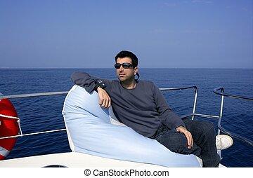 homem, ligado, arco, bote, relaxado, ligado, bolsa feijão