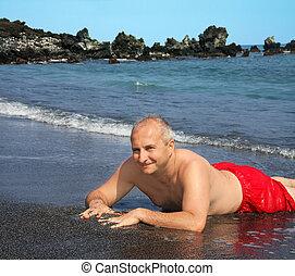 homem, ligado, areia preta, praia
