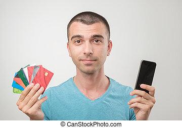 homem, lote, jovem, cima, gredit, segurando íntimo, retrato, óculos, cartões.