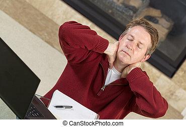 homem maduro, cansadas, enquanto, trabalhando casa