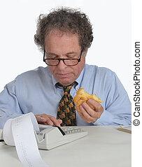 homem maduro, fazendo, contabilidade
