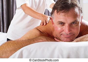 homem maduro, tendo, massagem