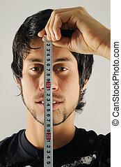 homem, medindo, seu, rosto