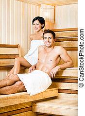 homem, metade-despido, mulher relaxando, sauna