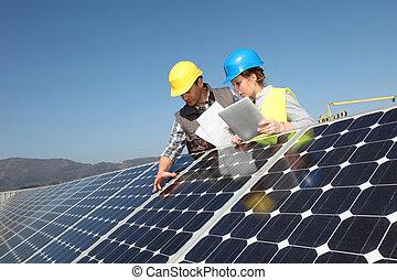 homem, mostrando, solar, painéis, tecnologia, para,...