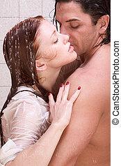 homem mulher, apaixonadas, é, beijando, em, chuveiro