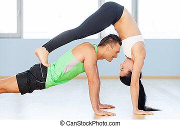 homem mulher, exercising., jovem, par amoroso, fazer,...