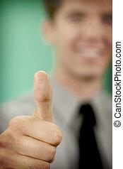 homem negócio, cima, segurando, polegar
