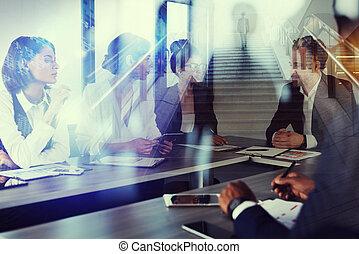 homem negócio, trabalhos, togheter, em, escritório., conceito, de, trabalho equipe, e, partnership., exposição dobro