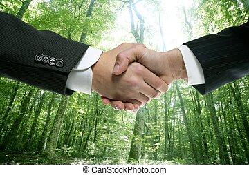 homem negócios, aperto mão, ecológico, floresta