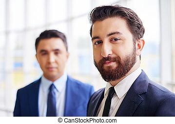 homem negócios, barbudo